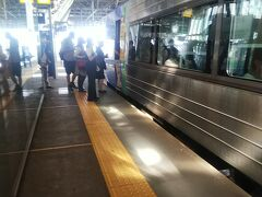 私のように旭川で降りたのは数名程度で、今度は旭川から更に自由席に乗り込む人が多く、車内は地獄絵図になっていたようです。普段は混雑しない列車ですが、今回のような連休だと異常な混雑に遭遇するので、事前準備はしっかりと行いましょう。