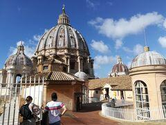 絵葉書のような光景   さて、それではこれからサン・ピエトロ大聖堂内の見学に向かいたいと思います