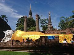 有名な場所ですね。 ワットヤイチャイモンコンの涅槃仏と仏塔