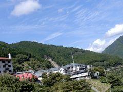 川上村の行政がバスを降りたこの一角に全部集約しています   郵便局、南都銀行、JA、役場、警察、道の駅、ホテルまで  300m足らずの所に、これだけ揃ってたら逆に便利だな