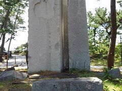石のモニュメント。その昔は石を切り出して、お城の築城などに使われたそうです。