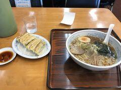 帰宅する前に駅前通りのぎょうざの満洲飯能駅前店で遅い昼食。 このお店、名前を聞いたことがあれど神奈川県内には一店舗もないんですよね。初めて入りました。餃子、おいしかったですよ。あと値段も安価でいいですね。