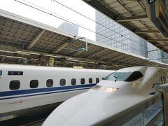 ★11:00 旅の最初は、当時貴重になりつつあった「700系のぞみ」で一路西へ! 700系は最近の新幹線に比べ窓が大きく、眺めが良かったです。