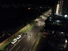ハワイ女子旅2日目。 AM4時起床です。 真っ暗。とても寒い。  今日はベルトラから申し込んだ「イルカ大学」のツアーに参加します。