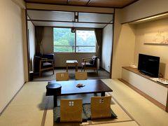支笏湖を14時頃に出発し、登別のホテルまほろばに15時半頃チェックインしました。 お部屋はよくある和室タイプ。  (15:36)