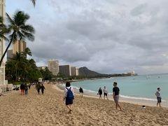 昨日は来れなかったので。 やっと砂浜踏めました。