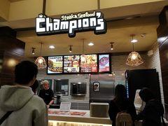 ロイヤル・ハワイアン・センターへ。 今日の夕食はフードコートのチャンピオンズ・ステーキ&シーフードです。