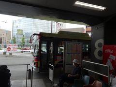我が家最寄りの西鉄久留米駅からJR久留米駅へは、堀川バスに乗りました。30分~1時間に1本しか走っていませんが、回数券を使えば西鉄バスより安い上に、空いているので、愛用しています。