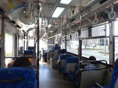 今度はバスに乗って、熊本駅方面へ。路面電車に比べて空いている上に、運賃も10円安いです。  すっかり鉄っちゃんに育っている同期の子(2歳半)はバスにも強いらしく、熊本のバス会社4社の区別もしっかりつくんだとか。我が子にも英才教育を施さねば(笑)。