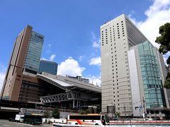 大阪駅って、もう何年開発工事をしているんだろう? 随分できてきたように感じるけれど、まだまだ工事中の場所も多く、いつまでもスッキリしないんだよなぁ。 早く完成した完璧な大阪駅を見たいものだわ。