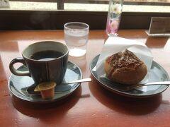 五十鈴川カフェにて川を眺めながら休憩中。