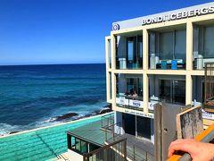 ビーチの右端には有名な海水プールとアイスバーグというレストランがあります。私は入ったことないんですが。。。