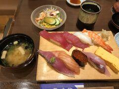 新横浜に戻って遅い昼食はお寿司です