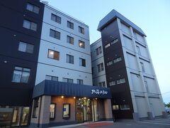 17:35 今宵の宿‥ 「北海ホテル」に着きました。 網走の駅前旅館として、70年の歴史を持つお宿です。 今年6月にリニューアルされたそうです。 では、入りましょう。  [北海ホテル] ★オススメ★ しっかり食べよう!2食付ビジネスプラン。 2食付.和室7.5畳〈禁煙〉1名1室‥7,920円(税/サ込み) GOTO2,772円クーポン利用で、実質5,148円となりました。 じゃらんで予約しました。