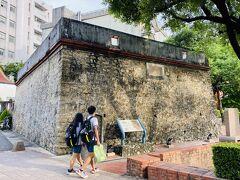 鳳山城の守りを固くするために、1838年に建てられた鳳山縣新城平成砲台。当時あった6つの砲台のうちの1つで、現存するのはこれを含め3つのみ。
