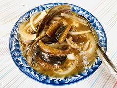 府前路にある進福炒鱔魚專家。甘い餡掛け状のが台南鱔魚麵の特色。