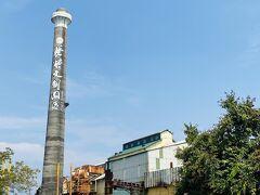 製糖工場の建設は1900年に児玉源太郎総督が提唱し、準備が進められ、気候や水利の点で優れた橋仔頭に建設することを決定し、三井財閥主導の台湾製糖株式会社工場として1902年に操業を開始した。「橋仔頭糖廠」と呼ばれたこの工場は、台湾で最初に機械化、現代化された製糖工場で、製糖業革命を起こし、台湾経済を大きく発展させた。1999年に製造が停止され、2006年に糖業博物館となった。