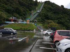 さて、もう一度ドライブです。 日本3大松原のひとつ、気比の松原を通り抜け、レインボーラインを上り、三方五湖へやってきたのですが、、、残念、雨が降っています。この天気では山頂まで登ってもねぇ、、。