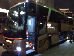 深夜バスを使って八方へと向かいます。 中型バスで隣席には乗客がいないので ソーシャルディスタンスは万全です。