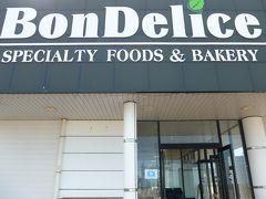 地元のベーカリーショップ「Bon Delice」で買い物