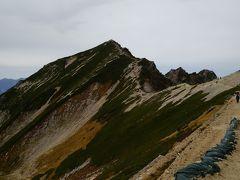 15分ほど下って唐松岳頂上山荘から望む「唐松岳」です。