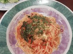 お昼は鎌倉パスタで。ツナのアラビアータ。普通な感じでした…。