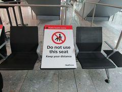 ロンドン・ヒースロー空港に到着 12時間30分の旅を終え、ロンドン・ヒースロー空港ターミナル5に到着。 自動化ゲート(e-Gates)を通り、入国。アメリカ、カナダ、オーストラリア、ニュージーランド、日本、シンガポール、韓国のパスポート所持者は自動化ゲートが通れます。検査もなくスムーズに入国できました。