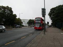 ロンドン2日目 空港へ直行します。2階建ての赤いバスが走っています。 久し振りのロンドン、残念ながら今回は観光なし。ゆっくり観光ができるようになって欲しいものです。