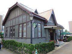 スタバの建物も昔の建物。中もとても見ごたえあるので、そのうちゆっくりお茶をしに来るとして…。