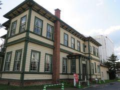 弘前には洋館がたくさんあります。建物好きならそれを巡るのも楽しいです。  ここは、旧東奥義塾外人教師館。