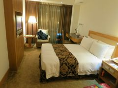 今回は行天宮駅からすぐのゴールデンチャイナホテルにしました。 年末年始なのでどこのホテルも高かったのですが こちらは1泊15000円くらいで割と良心的でした。 お部屋はちょっと古いですが、適度な広さがあり快適でした。 お部屋に入ってなんだかんだしてるうちに年越してました。