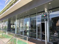 横浜・馬車道『LUXS FRONT』2F【LITORANEO】  商業施設『ラクシス フロント』のイタリアン【リトラーネオ】の写真。  「リトラーネオ」とはイタリア語で「海辺」を表します。 海を間近に感じる空間で、本格的なイタリアンを 気軽に楽しめるレストランです。