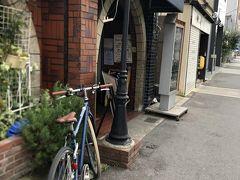 最初に訪れたのは。玉造駅から歩いて10分ほどのところにある「シャトウ」という お店です。