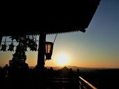 二月堂から夕日を望む。