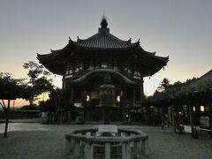 東大寺からまたもやバスに乗り、興福寺に戻ってきました。