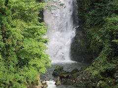 「奈曽の白滝」。階段がちょっとしんどかったです。