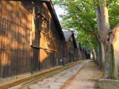 本日の宿泊地の酒田に夕方到着。ホテル近くの山居倉庫を散策。古い倉庫とケヤキ並木がいい感じです。