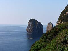 反対側にはナポレオン岩。 横向きのナポレオンに似ているからだそうです。 似てるかな?