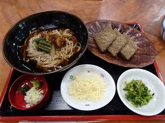 昼食に、檜枝岐村の名物の「裁ちそば」と「はっとう」を頂きました(セットで1300円)。
