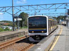 209系の6両編成でやってきた館山行きに乗り込みます。 千倉駅11時11分発。