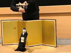 元善光寺からすぐの竹田扇之助記念国際糸操り人形館へ。 竹田人形座の糸操り人形館です。 館内を丁寧に案内していただき、人形だけでなく舞台装置や実演をみせてもらいました。