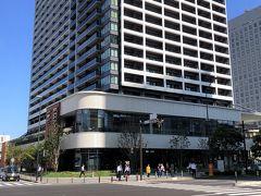 横浜・馬車道『横浜北仲ノット』 「ザ・タワー横浜北仲」1,2,3F『KITANAKA BRICK&WHITE』  2020年6月25日にグランドオープンした商業施設 『北仲ブリック&ホワイト』の写真。  『オークウッドスイーツ横浜』が入る予定の「ザ・タワー横浜北仲」 1,2,3階にあります。