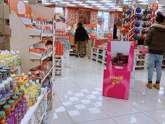 お次はドゥオモの近くにある ODStoreに来てみました。  ここはお菓子のアウトレットみたいな店