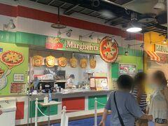 さんざん遊んでお腹が空いてきたのでお昼ごはんを食べることにしました。「マルゲリータ」でピザを注文しました。