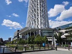 ●おしなり橋  美味しいランチをいただけたところで、ここからは周辺をぶらぶら散策しながらスカイツリーの勇姿を眺めていくことに♪  「東京ソラマチ」を1階から出て、すぐ目の前に流れる「北十間川」に架かる「おしなり橋」から出発!