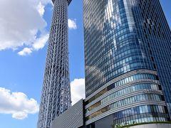 ●京成橋  まずは「おしなり橋」のすぐ東側に架かる「京成橋」へ。 ここからはスカイツリーとともに、31階建ての「東京スカイツリーイーストタワー」とのコラボの絵が。