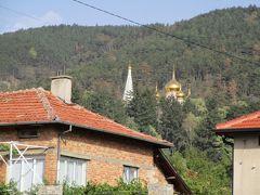 シプカ僧院 1877~78年 露土戦争の最大の激戦地であるシプカ峠の戦いで亡くなったロシア兵を慰霊する為に建てられました。金色のたまねぎ型の屋根が印象的で、町のいろいろな所から見ることが出来ます。