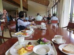 朝食会場は 夕食時と同じレストラン棟です