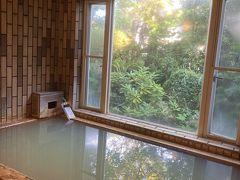 お風呂は天然温泉 美味しいもの食べたい!温泉も入りたい! こちらは両方を叶えてくれるペンションです^^