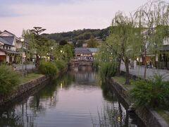 倉敷川沿いの建物は、ほとんどが蔵屋敷なんだって。近くの江戸幕府直轄地から集められた年貢米を収める為の蔵だったと。